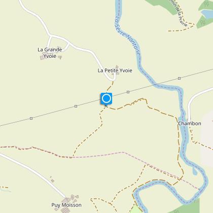 Prendre à gauche pour rejoindre la route goudronnée de Puy Moisson