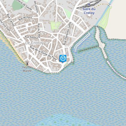 Place Jeanne d'Arc. Au restaurant Le Jules Verne, tourner à droite.