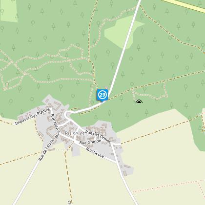 300 m après, nous arrivons sur la route en bas du Puiselet, nous tournons sur la gauche, sur la route.