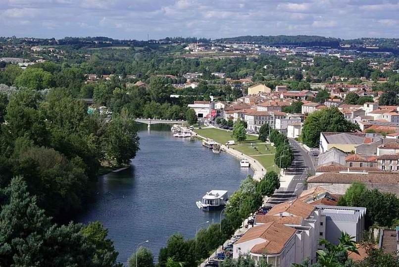 La Charente, le bel arrière-pays vallonné du C ...