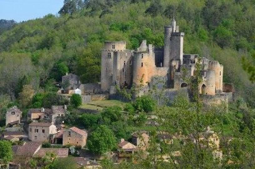 Bonaguil, château de la « Bonne Aiguille » ou  ...