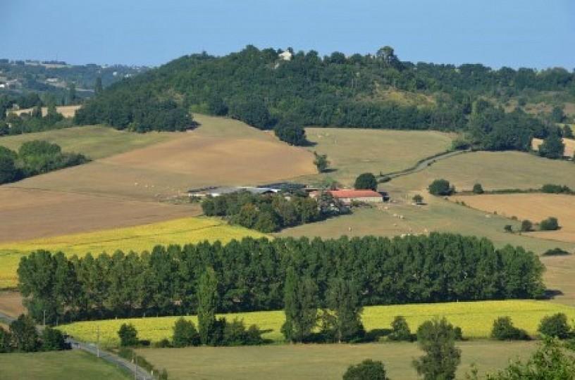Beauville, village promontoire sur la vallée d ...