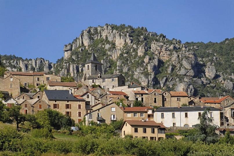 Mostuéjouls, villages troglodytiques