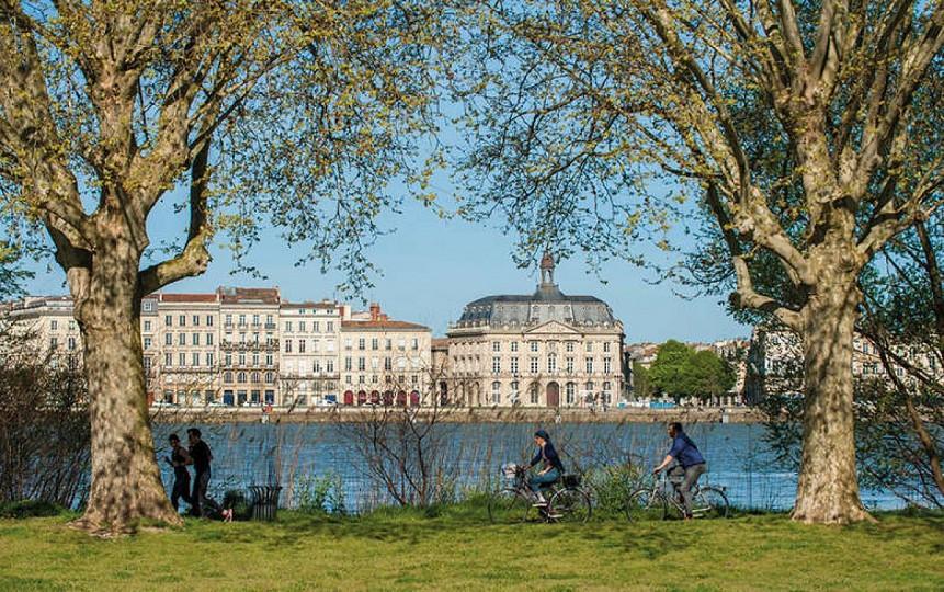 Les quais de Bordeaux à vélo