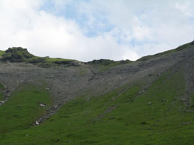 Le pierrier sur la face N-O du Col des Chaux (on voit la cabane)