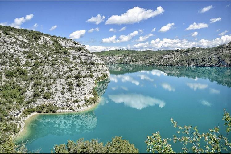 Reflets sur le lac d'Esparron