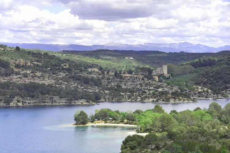 Le village d'Esparron, son château, son lac