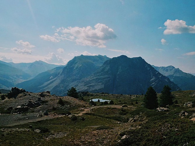Balades et randonnées de Montgenèvre - Le sentier géologique du Chenaillet par le télémix des Chalmettes et le télésiège des Gondrans