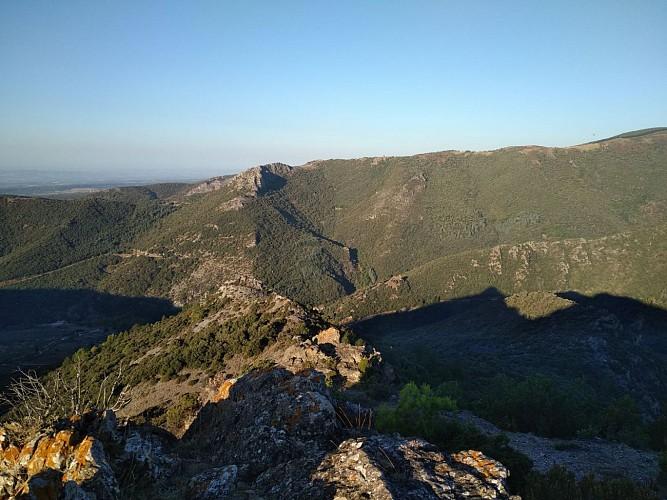 vue sur le gouffre de cabrespine et le roc de l'Aigle