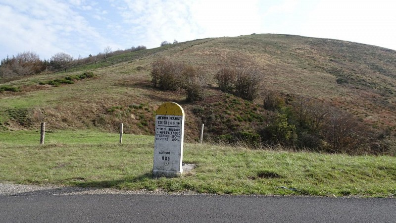 Borne 12 / 34 au Col du Coustel