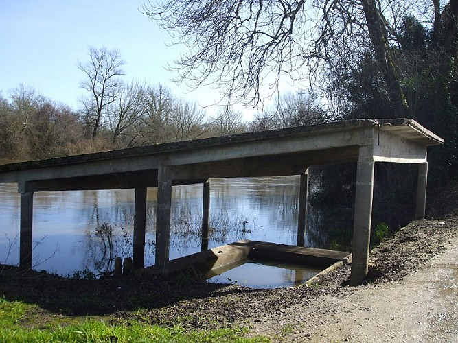 Boucle du Ruisseau Chaud Ménesplet