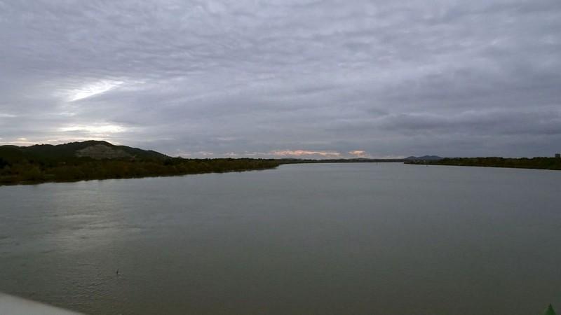 Le Rhone Aval au Pont d'Aramon