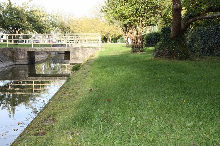Le jardin de l'Europe variante par le Canal