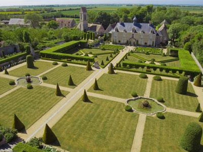 From the Château de Martragny to the Château de Brécy