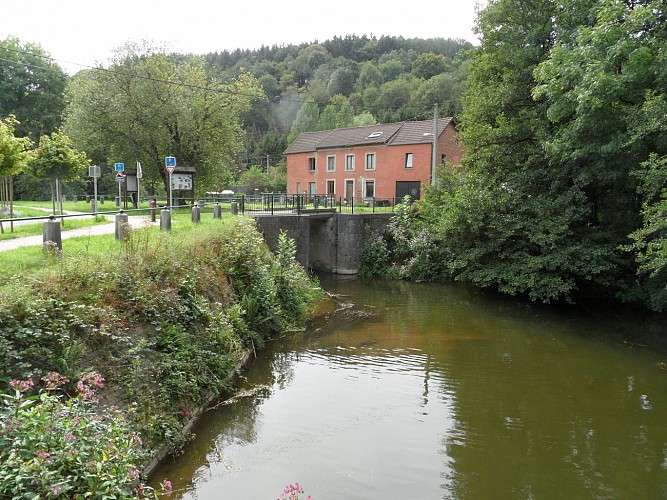 Autour de Comblain-au-Pont - Promenade 3 : Four à chaux - Mont - Poulseur - Canal de l'Ourthe - Rivage