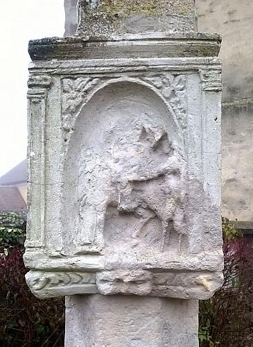 Croix de l'église de Follainville - Détail