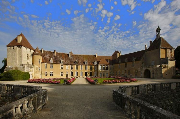 cour d'honneur du château d'Epoisse