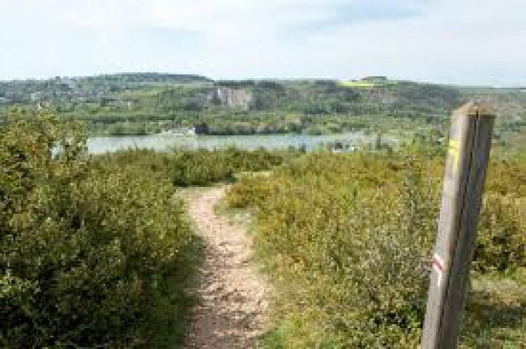 Le GR2 surplombe le Lac Kir au départ de Dijon