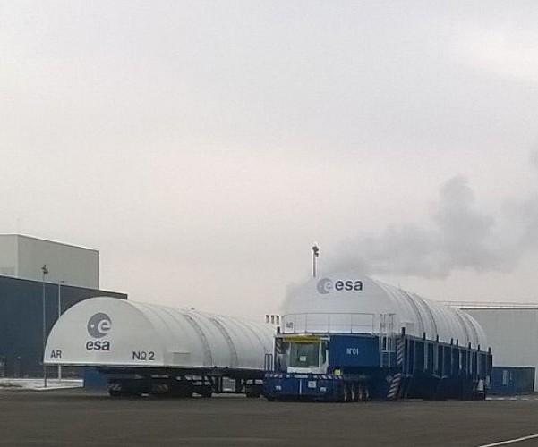 Usine Ariane (ESA) des Mureaux - Emballages pour le transport de l'étage cryogénique de la fusée Ariane V