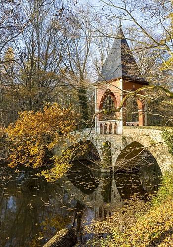 Pont du Temple d'Amour Etang de la réserve naturelle de Bonnelles