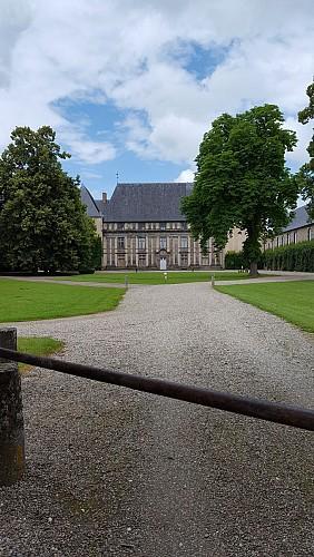 Château d'Effiat sur la randonnée Sur les traces des lavandières