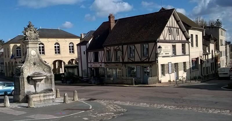 Fontaine et maison à La Roche Guyon