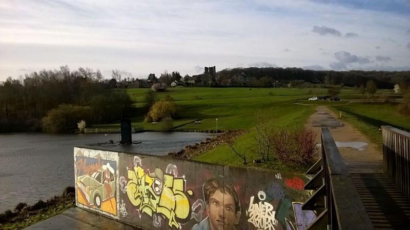 Bassin de la Courance - Street Art et donjon