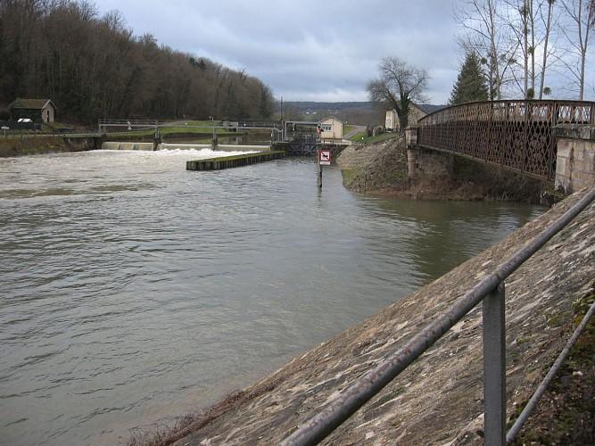 67.Conflandey.Ecluse n°4 sur la Saône et passerelle sur bras de la Lanterne.