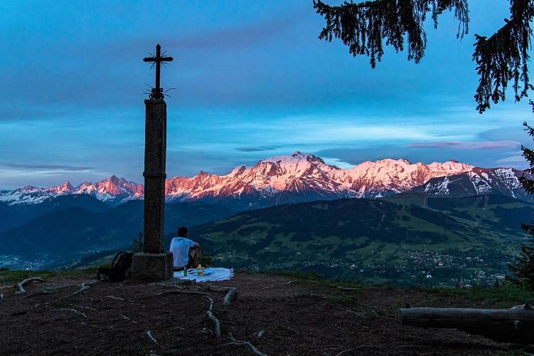 """Hiking to """"La Croix des Salles"""""""