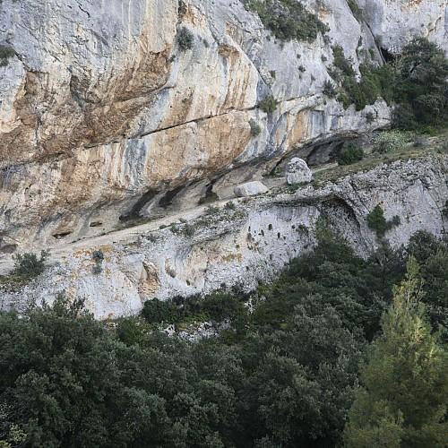 cheminement sous les rochers de Baude