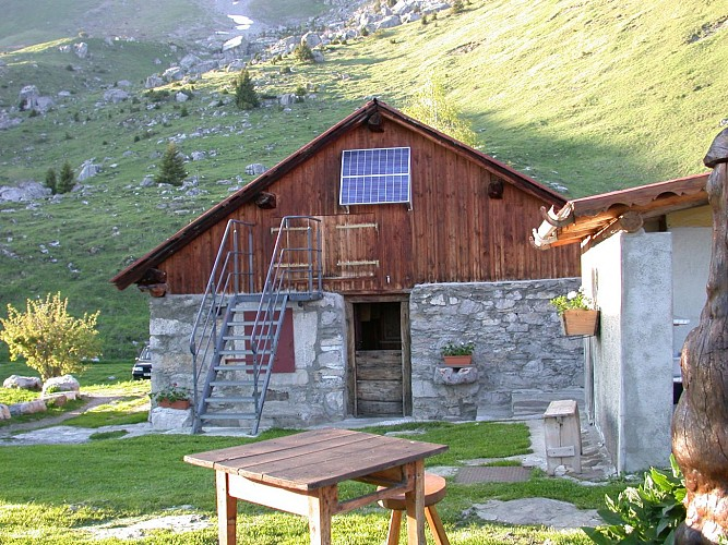 Climb to the Varan Mountain Refuge Hut & Chalets from the Coudray
