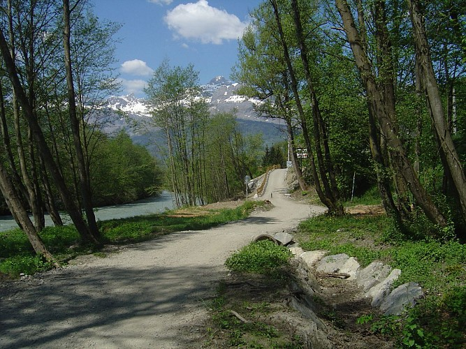 Hike with a stroller- on the shores of the Arve
