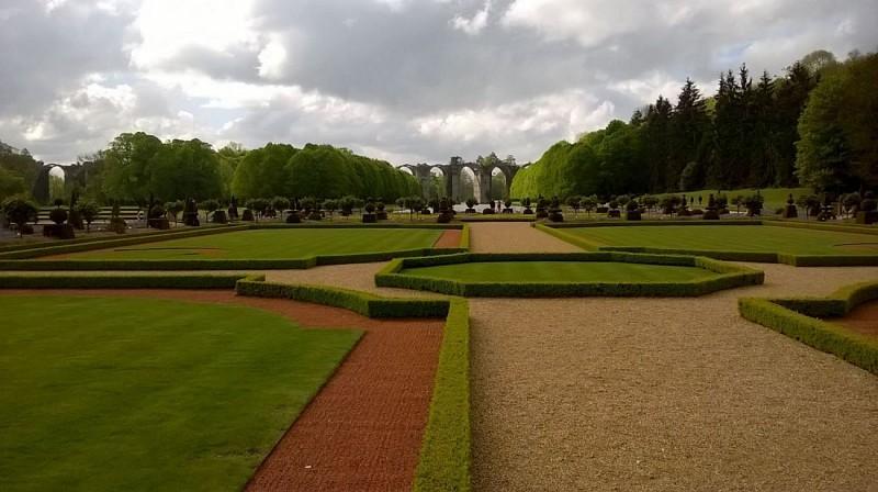 Jardins du chateau de Maintenon et l'aqueduc