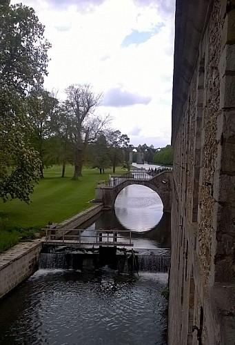 Douves du chateau et aqueduc
