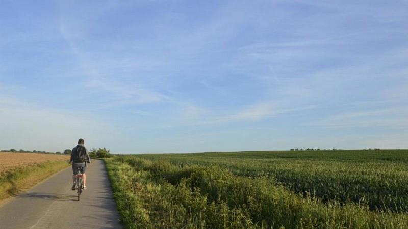 A vélo, à la découverte de nos villages et paysages bocagers.