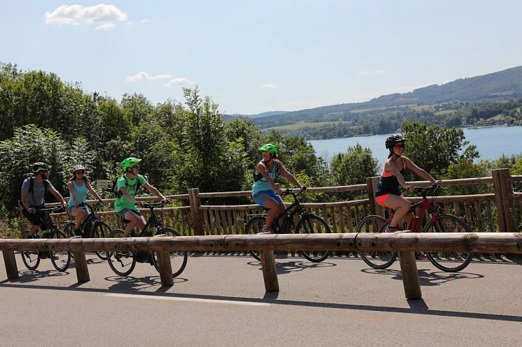Der Freizeit - und radwanderweg am ostufer des lac de Paladru