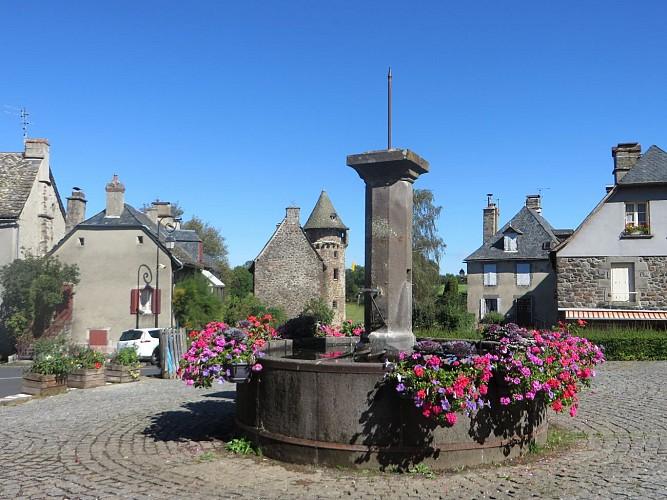 Place de l'église Anglards-de-Salers