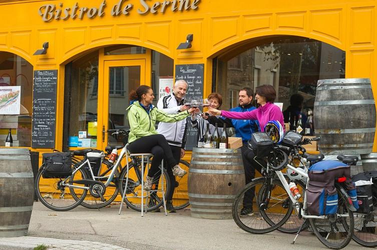 Repas de voyageurs à vélo au bistrot Serine à Ampuis