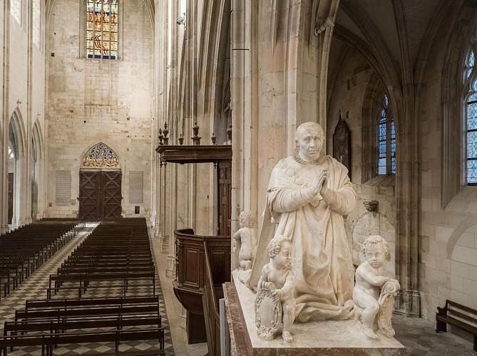 Basilique Notre-Dame de Cléry. Le cénotaphe de Louis XI