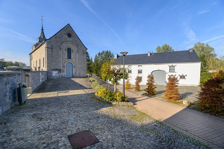 Heure-Place du village