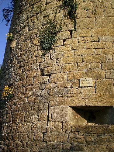 Le tour des remparts de Vézelay à pied (30 minutes)