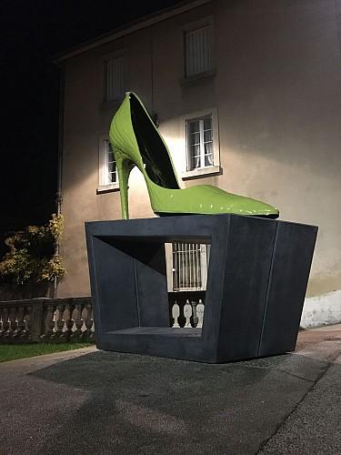 Circuit 8 chaussures géantes en ville