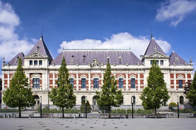 Une balade le nez en l'air, à la découverte des belles architectures roubaisiennes…