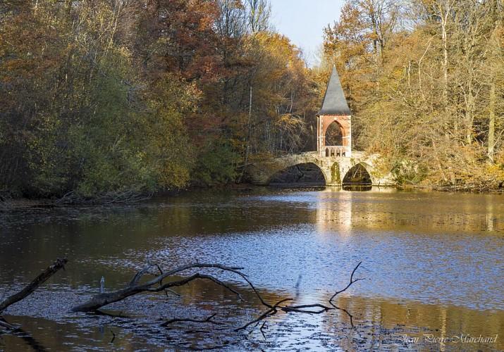 Le Pont d'amour à Bonnelles