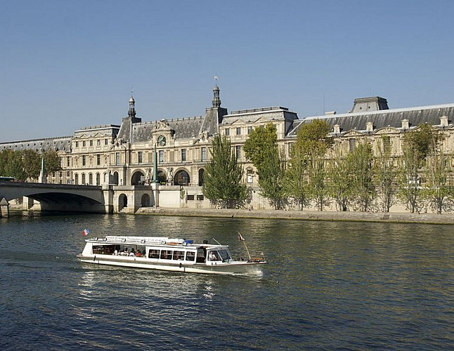 Navigation on the Seine in Paris