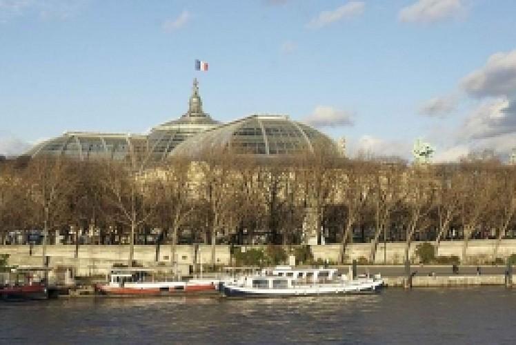 Navigation on the Seine in Paris