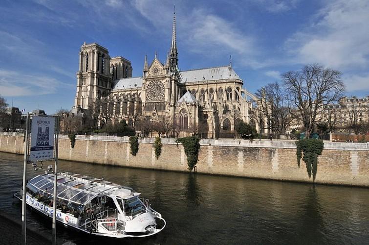 Navigation sur la Seine à Paris