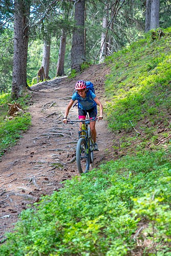 BLACK electric mountain bike ride - The Val d'Arly Experience