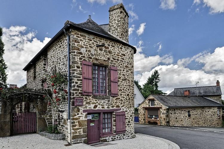 AMBRIERES-LES-VALLEES - CIRCUIT DÉCOUVERTE ENTRE MAINE ET NORMANDIE