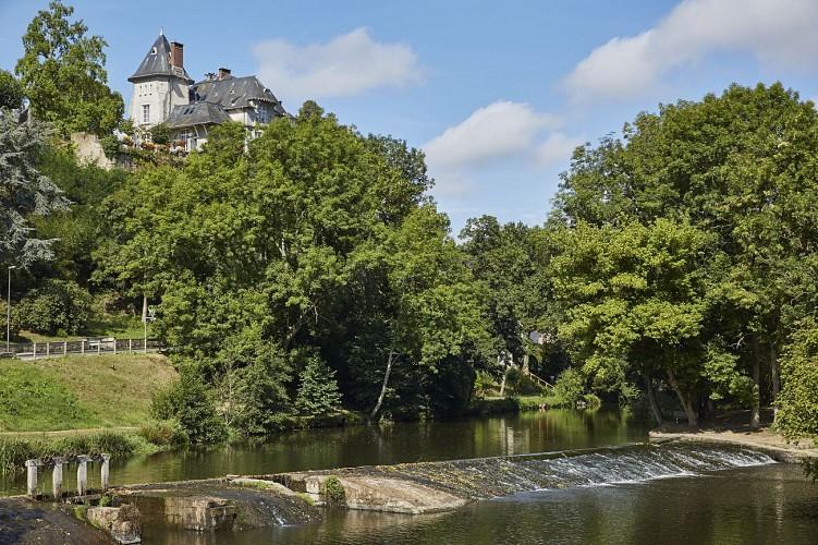 AMBRIERES-LES-VALLEES - RANDONNÉE - CITÉ MÉDIÉVALE ET LAC DE HAUTE MAYENNE, EN 1 JOUR